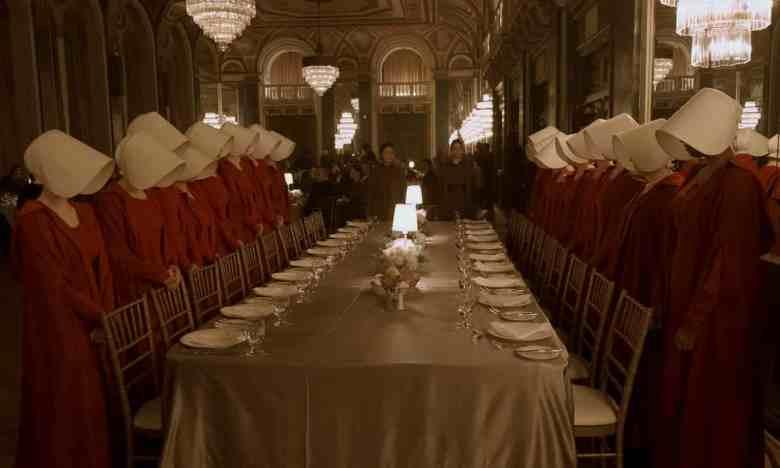 Escena de la serie de televisión The Handmaid's Tale / Hulu