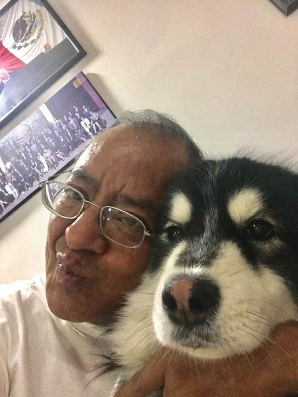 Nazario Norberto Sánchez y su mascota